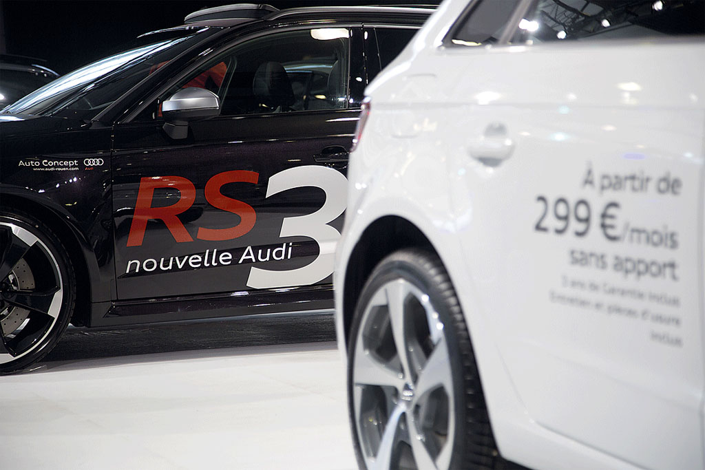 stand-audi-stickage-vehicules